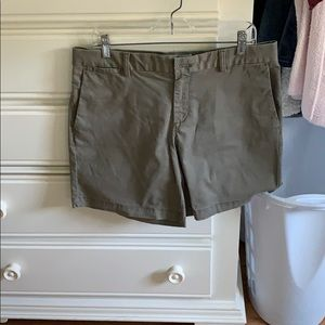 Banana Republic Size 10 Olive Green Bermuda Shorts